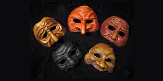 Le maschere del cinema italiano possono plasmare o essere plasmate dai luoghi e tempi di racconto che abitano. Troviamo una suddivisione.