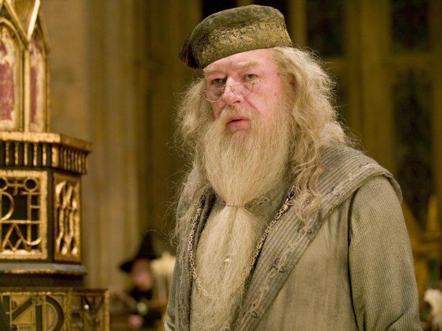 Albus Silente, il mago, la saggezza, gli errori: quale magia si cela dietro le imperfezioni così umane del Preside di Hogwarts?