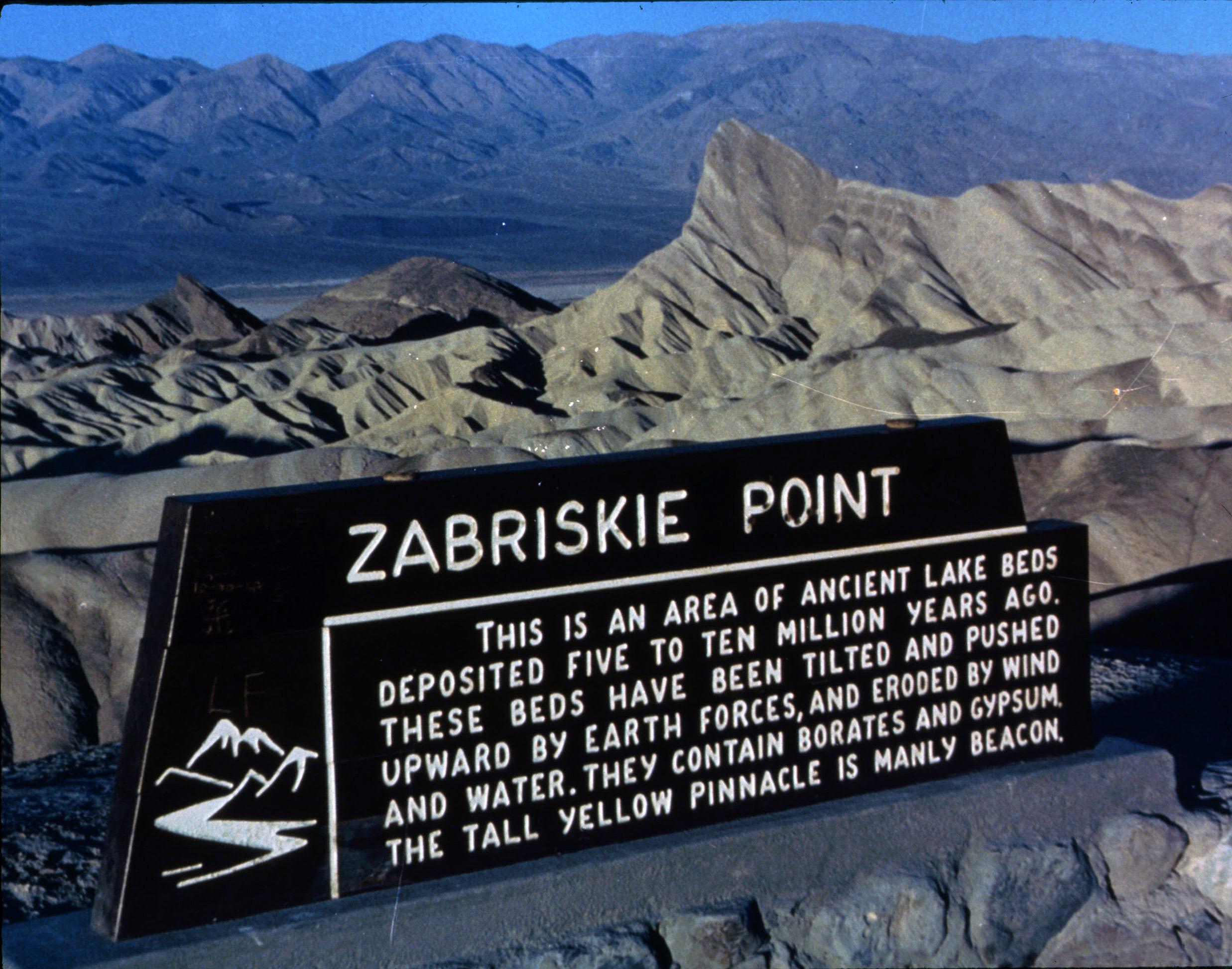 Il cinema a colori di Michelangelo Antonioni e Jean-Luc Godard si svela rispettivamente in Zabriskie Point e Due o tre cose che so di lei.