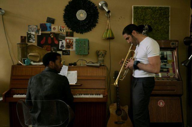 The Eddy racconta di un locale jazz e tutte le persone più importanti che gravitano intorno a esso. Un omicidio sarà solo l'inizio.