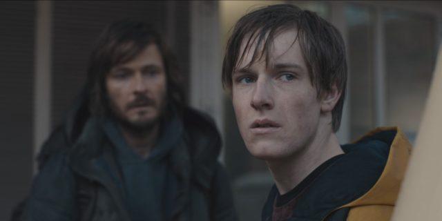 L'ultima stagione di Dark si avvicina: chi è lo Straniero, cosa sappiamo di lui e cosa rappresenta? A breve, lo scopriremo.