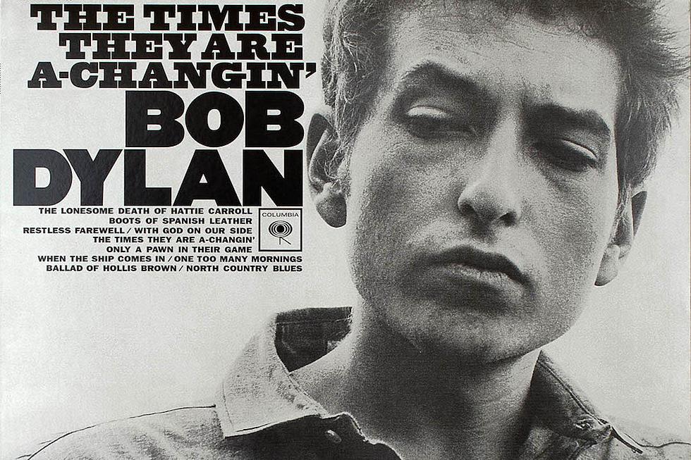 Bob Dylan, interpretando le parole del sergente Bell, canta il significato del film attraverso la sua canzone The Times They Are a-Changin'.